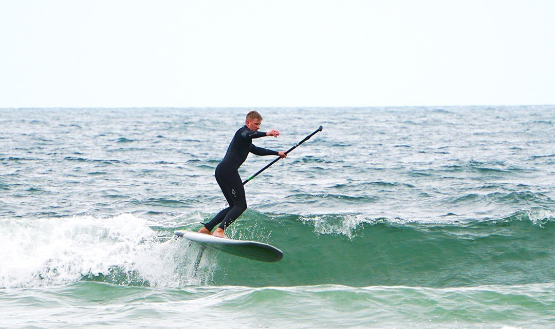will-hydrofoiling-aztec-sup-on-wave